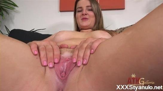 Eliza Eves - Interview [FullHD]