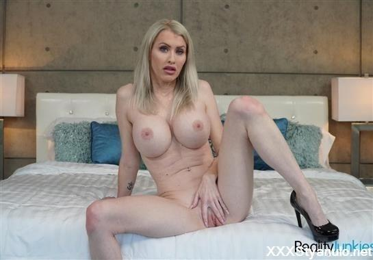 Katie Monroe - Toy Time! [FullHD]