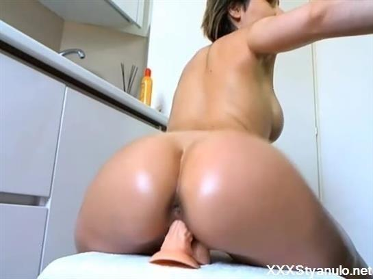 Amateurs - Really Sexy Bubble Butt Slut Makes Herself Cum Hard On Webcam [SD]